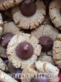 Easy Peanut Butter Cookies (4 ingredients & Gluten Free too!)
